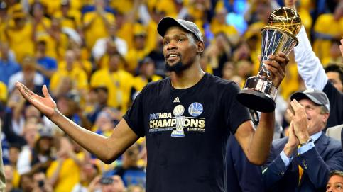 durant-poses-with-finals-mvp-trophy